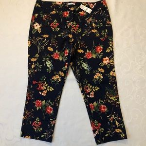 NWT New York & Company Floral Crop Pants